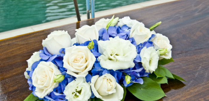 How to display flowers on your yacht  How to display flowers on your yacht 1