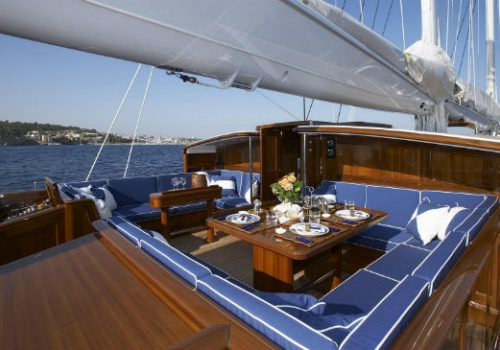 Currently for sale: Royal Huisman's sailing yacht Meteor Royal Huisman Currently for sale: Royal Huisman's sailing yacht Meteor destaque meteor 500x350