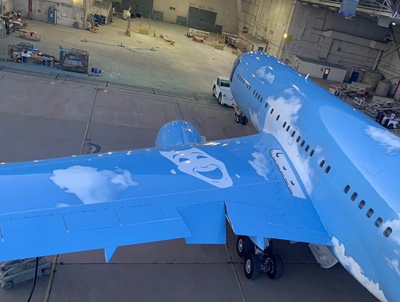 virgil abloh Take A Look At Virgil Abloh's Jet Custom Design For Drake Take A Look At Virgil Ablohs Jet Custom Design For Drake 3 e1585835945419